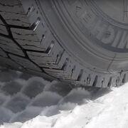 Claves para evitar que tu camión quede atrapado en una carretera nevada