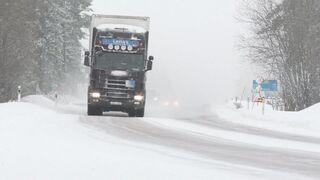 Cómo enfrentarse a carreteras nevadas con un camión equipado con neumáticos de invierno