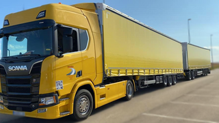 Schmitz Cargobull entrega su primer EcoDuo en España al Grupo Lopezmar