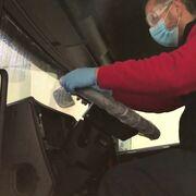 Desinfección segura de la cabina de un camión