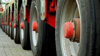 Imagen de neumáticos de un camión.