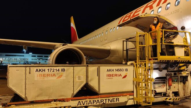 IAG trata con Aena, y busca fondos europeos, para crear un 'hub' de carga en Barajas