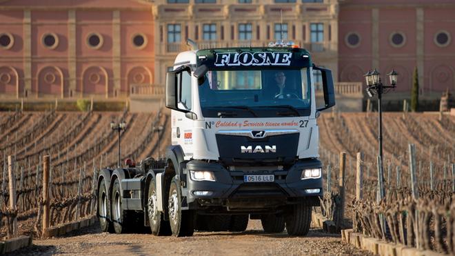 Los dos primeros TGS 8x4 de la nueva generación de camiones MAN se quedan en La Rioja