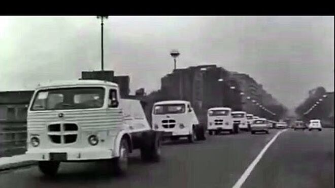 Caravana de camiones Pegaso Comet llega a Barcelona  en 1962