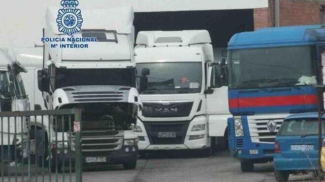 Detienen a un empresario por no devolver catorce camiones que le habían alquilado en Castellón