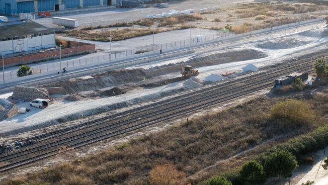 Adif y el Puerto cierran un acuerdo para redirigir los trenes de mercancías sin usar las vías de Benalúa