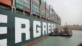 """El tráfico de mercancías fluye de nuevo por el Canal de Suez tras el reflote del """"Ever Given"""""""
