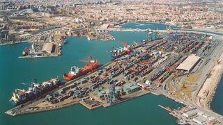 El puerto de Valencia reúne a operadores ante la llegada de contenedores de Suez
