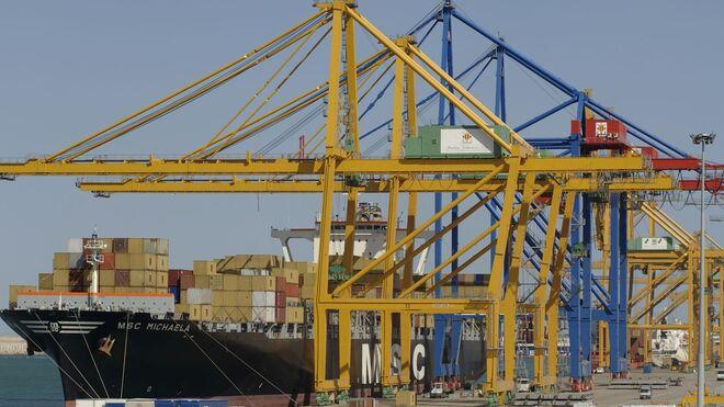 El puerto de Valencia planifica la llegada del primer barco de Suez el 10 de abril