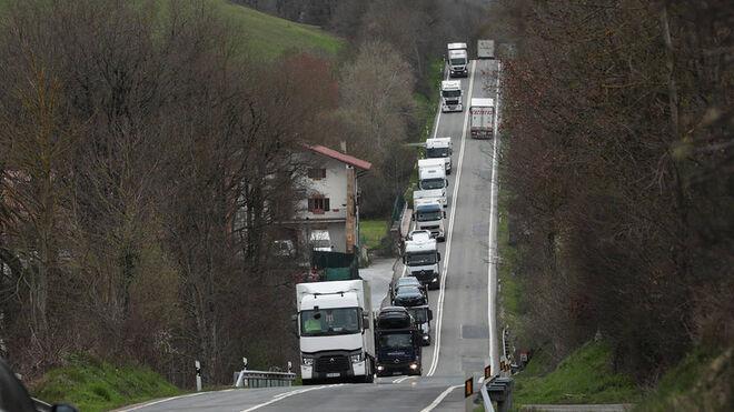 Navarra estudia prohibir la circulación de camiones por la N-121 los fines de semana