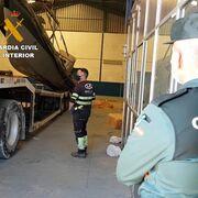 Cien detenidos en una red que enviaba droga a Europa en camiones de fruta