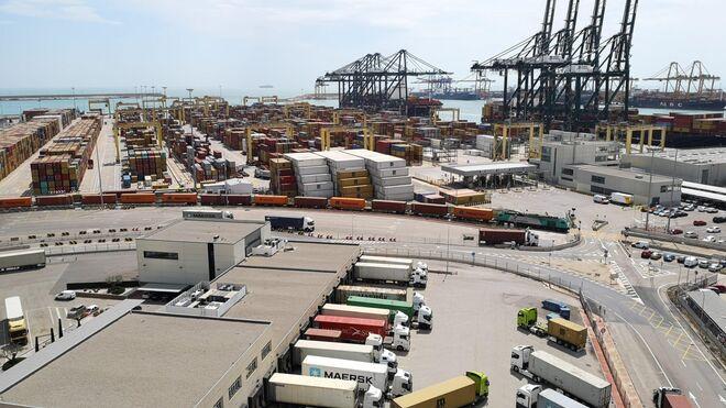 Los transportistas de Valencia piden a APM que amplíe los horarios de su terminal portuaria