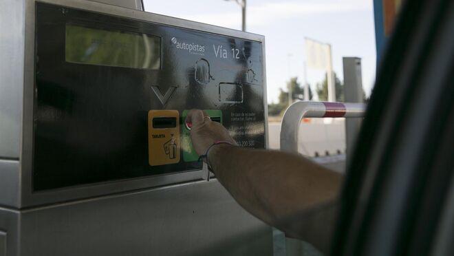El pago en autovías llegaría en 2024 con un sistema para que los transportistas lo repercutan a sus clientes