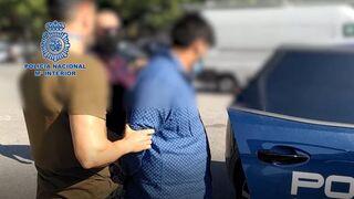 La Policía acusa a un hombre de matar a balazos a otro, hallado en un camión