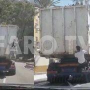 Así se intentan colar los inmigrantes en los camiones para llegar al puerto de Ceuta