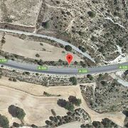 Muere un hombre de 80 años al chocar su turismo con un camión en Granada