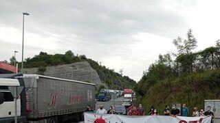 """Concentración en Guipúzcoa ante la muerte de un transportista """"por la precariedad laboral"""""""