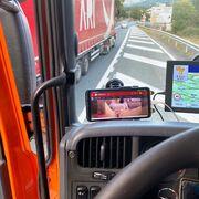 Denunciado un camionero que conducía viendo una película porno