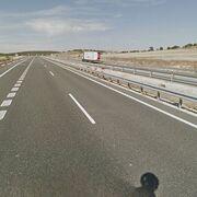 Atrapado el conductor de un camión al volcar en la A-1 en Segovia