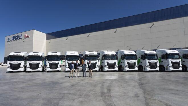 Iveco entrega 20 camiones de GNL a Transportes El Mosca