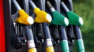 la gasolina se vende esta semana a una media de 1,428 euros el litro y el gasóleo a 1,27 euros.