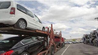 La valoración de los fabricantes al transporte nacional de vehículos cae dos décimas