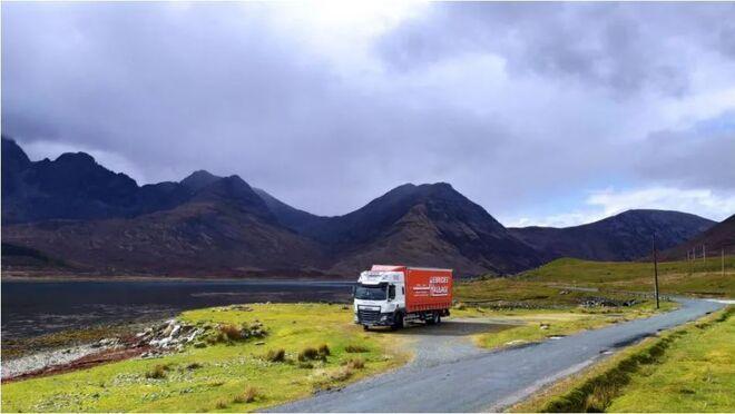 Soy camionero y conduzco por las 'Highlands' de Escocia, pero siempre saco un hueco para escribir y hacer un podcast: así es mi trabajo